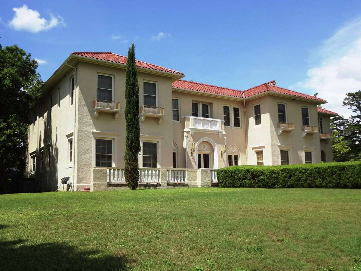 July 2016: Homeowners Robert Kevin Brown and Dennis Karbach are renovating a 1923 Monte Vista home designed by renowned San Antonio architect Atlee B. Ayres. An elegant Italian Renaissance Revival house, it is currently being renovated and restored.
