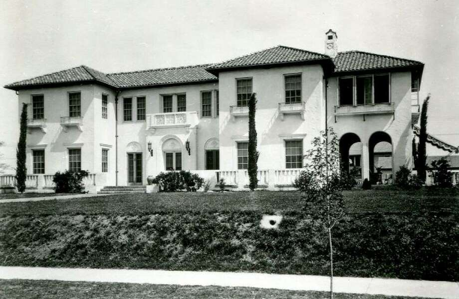 San Antonio architect Atlee B. Ayres designed this 1923 Monte Vista home at Linwood and Belknap for businessman David J. Straus. Photo: Courtesy UTSA Special Collections