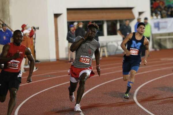 Kary Vincent, Jr. of Port Arthur Memorial High School runs in the Class 6A boys 200-meter dash at the 2016 UIL State Track and Field Meet on Saturday, May 14, 2016 at Mike A. Myers Stadium on the campus of the University of Texas in Austin, Texas.