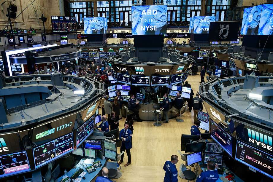 Traders and financial professionals work on the floor of the New York Stock Exchange (NYSE), March 15, 2017 in New York City. Photo: Drew Angerer, Getty Images
