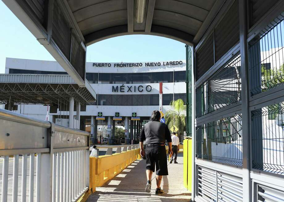 Pedestrians cross the Gateway to the Americas International Bridge into Nuevo Laredo, Mexico, Wednesday, August 25, 2016. A spate of violence has erupted throughout section of Nuevo Laredo as drug cartels fight for control. The Tamaulipas State Police and the Mexican Army are collaborating and patrol the city's streets in an attempt to bring calm to the area. Photo: JERRY LARA, Staff / San Antonio Express-News / © 2016 San Antonio Express-News