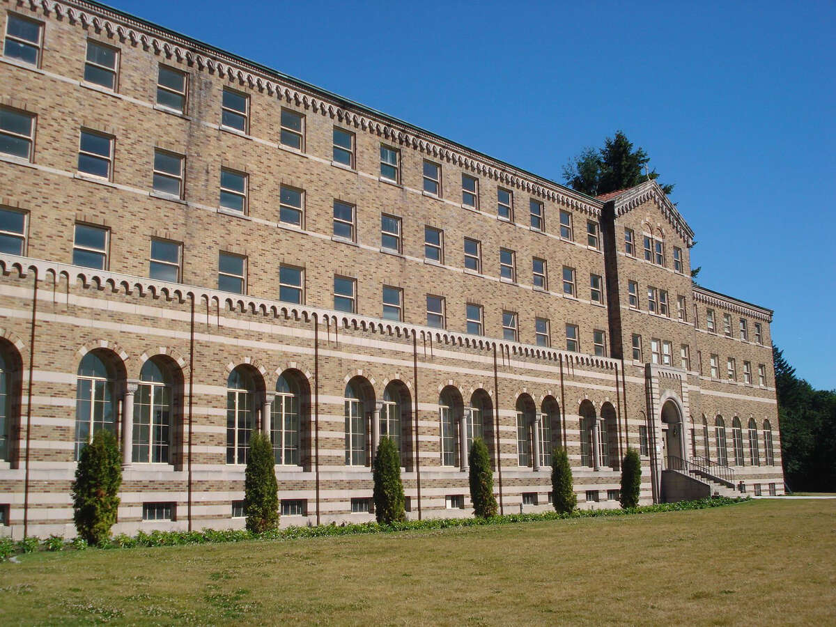 Saint Edward State Park Visits in 2015: 495,636 Saint Edward is a 316-acre park on the shores of Lake Washington, just south of Kenmore. The locale was formerly a Catholic seminary school that was built in the 1930s.