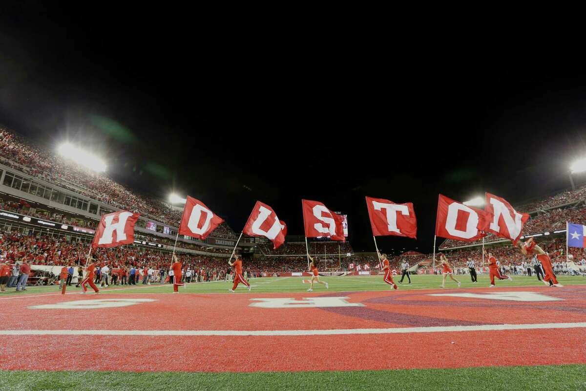 University of Houston celebrate a touchdown during the first half of the game against University of Connecticut at TDECU Stadium on Sept. 29, 2016, in Houston. (Yi-Chin Lee / Houston Chronicle )