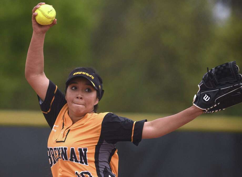 Clarissa Hernandez delivers during her two-hit shutout of Holmes on Wednesday in a District 28-6A matchup at the Northside ISD complex. She struck out seven as the Bears moved to 8-0. Photo: Billy Calzada / San Antonio Express-News / San Antonio Express-News