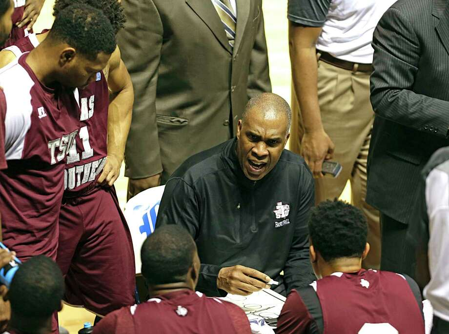 Texas Southern Tigers head coach Mike Davis during the first half of men's college basketball game against the Rice Owls at Rice University's Tudor Fieldhouse Nov. 16, 2016, in Houston. ( James Nielsen / Houston Chronicle ) Photo: James Nielsen, Staff / © 2016  Houston Chronicle