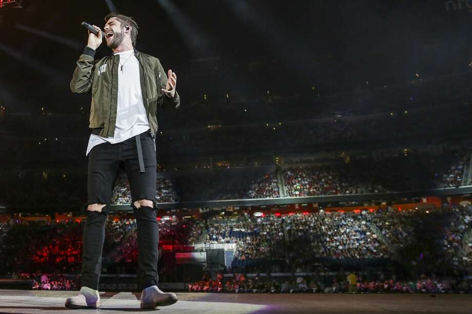 Thomas Rhett performs at the Houston Livestock Show and Rodeo Wednesday, March 15, 2017 in Houston. ( Michael Ciaglo / Houston Chronicle ) Photo: Michael Ciaglo/Houston Chronicle