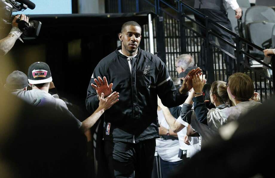 Spurs' LaMarcus Aldridge comes out of the locker room for the game against the Portland Trail Blazers at the AT&T Center on March 15, 2017. Photo: Kin Man Hui /San Antonio Express-News / ©2017 San Antonio Express-News