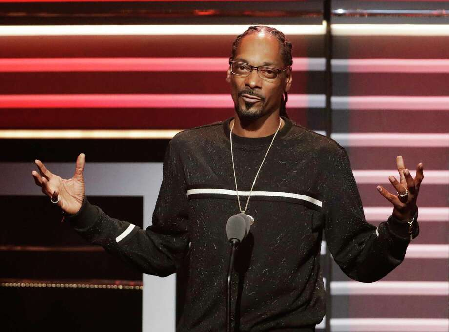 "FILE - In this Sept. 17, 2016 file photo, Snoop Dogg speaks while being honored with the ""I am Hip Hop"" award at the BET Hip Hop Awards in Atlanta. Snoop Dogg's new music video, posted Monday, March 13, 2017, aims a toy gun at a clown dressed as President Donald Trump. The video is for a remixed version of the song ""Lavender,"" by Canadian group BADBADNOTGOOD featuring Snoop Dogg and Kaytranada.  (AP Photo/David Goldman, File) ORG XMIT: NYET121 Photo: David Goldman / Copyright 2017 The Associated Press. All rights reserved."