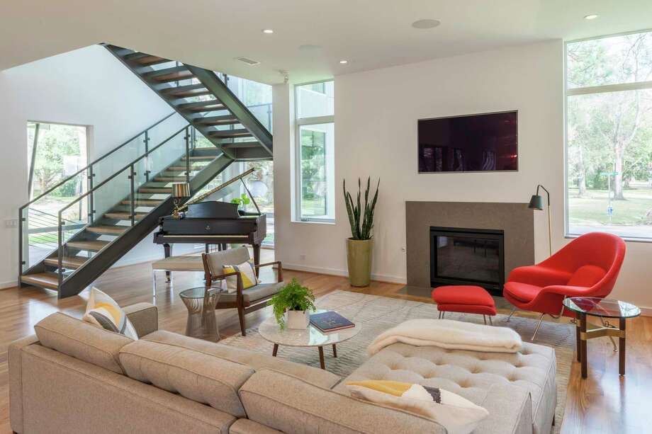 Linkwood Drive: A cantilevered staircase, midcentury modern furniture and plain white walls mark this as a modern home. Photo: Paul Hester / © 2017 Paul Hester