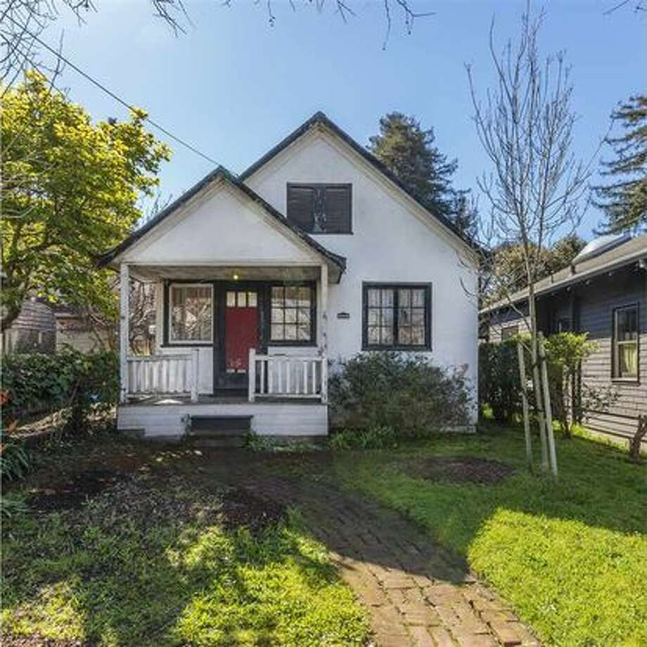 A teardown at 383 60th St., in the heart of Oakland's Rockridge neighborhood, hit the market for $495,000 in March 2017. A month later it sold for $755,000. Photo: Rob Jordan / Courtesy Red Oak Realty