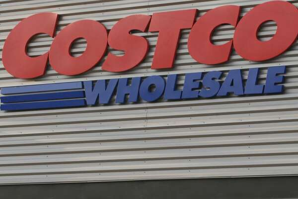Costco is partnering with Citigroup and its members can expect to get new Visa co-branded credit cards in May and early June. (Antonio Perez/Chicago Tribune/TNS)