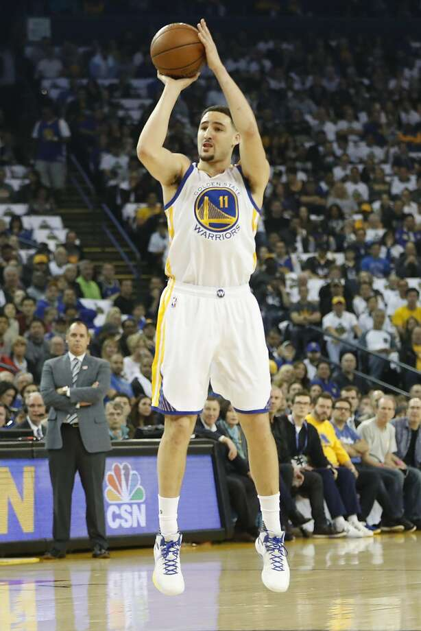 Klay Thompson (11) of the Golden State Warriors shoots a three during the first quarter of his NBA basketball game against Orlando Magic at Oracle Arena in Oakland, Calif. on Thursday, March 16, 2017. Photo: Stephen Lam, Special To The Chronicle