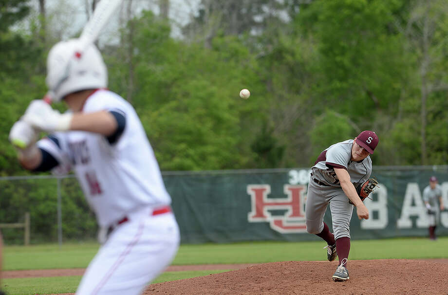 Silsbee's Ethan Dunn fires off a pitch as they face Hardin-Jefferson in Sour Lake 1Thursday. Photo taken Thursday, March 16, 2017 Kim Brent/The Enterprise Photo: Kim Brent / BEN