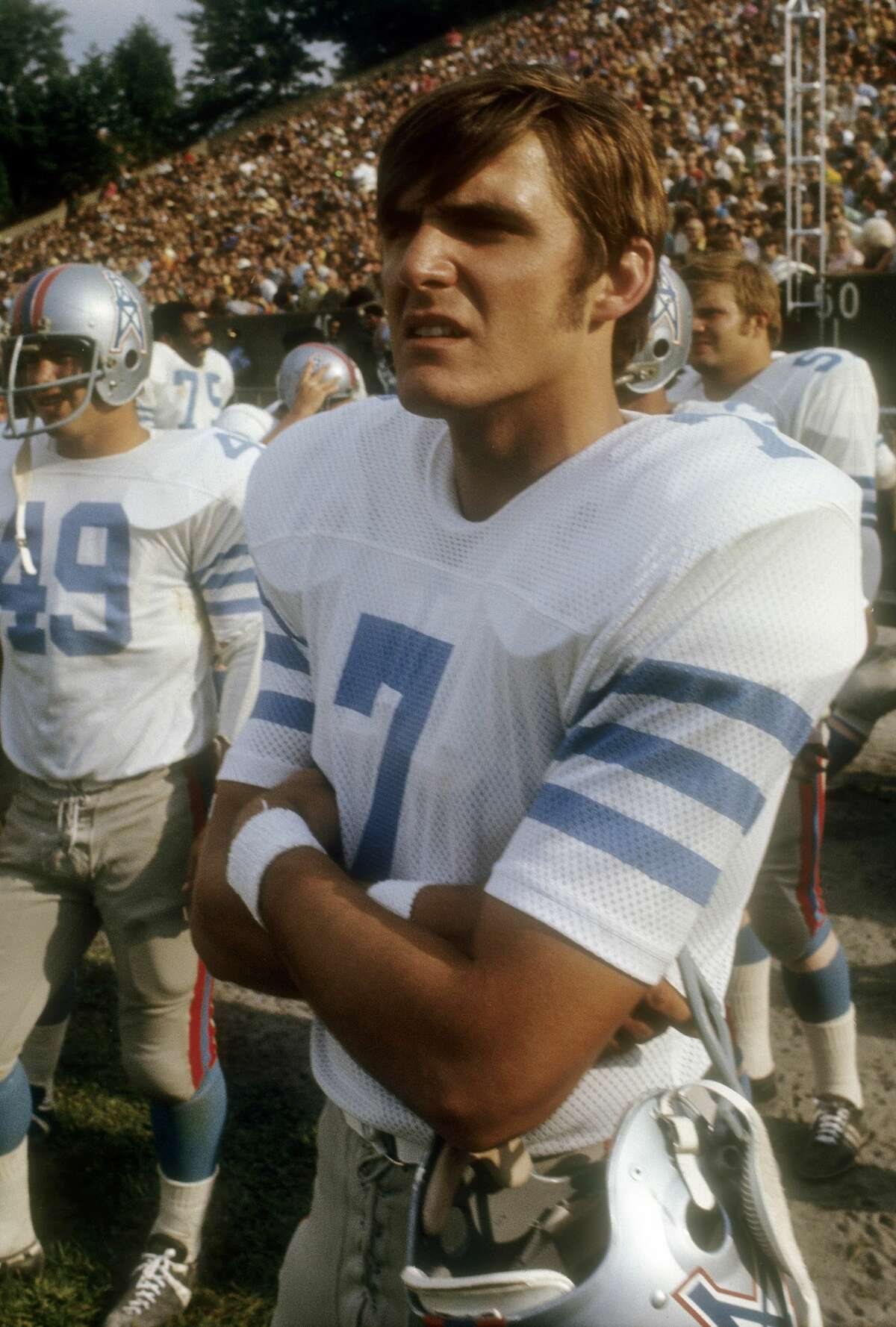 Quarterback Dan Pastorini #7 of the Houston Oilers watches the action from the sidelines during an NFL football game circa 1971. Pastorini played for the Oilers from 1971-79.