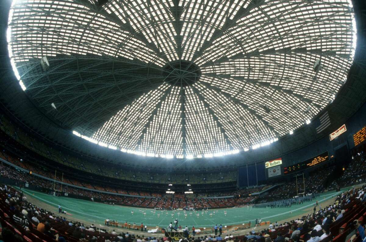 HOUSTON, TX - DECEMBER 16: General interior view of the halftime show during an NFL game between the Cleveland Browns and Houston Oilers on December 16, 1984 at the AstroDome in Houston, Texas. (Photo by Trevor Jones/Getty Images)