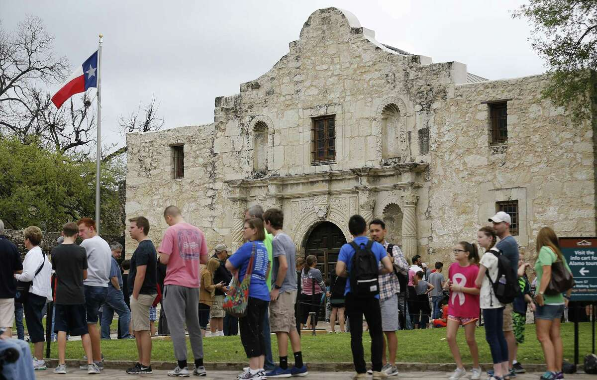 Visitors to the Alamo wait in line for a tour on Thursday, Mar. 16, 2017. (Kin Man Hui/San Antonio Express-News)