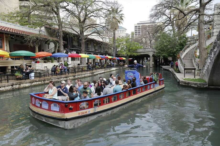 EAT: River Walk CNN say's the city's main attraction can't be missed for the plethora of opportunities for dining and nightlife. Photo: Kin Man Hui, Staff / San Antonio Express-News / ©2017 San Antonio Express-News