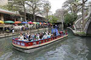 A river barge takes people on a  guided tour along with River Walk on Thursday, Mar. 16, 2017. (Kin Man Hui/San Antonio Express-News)