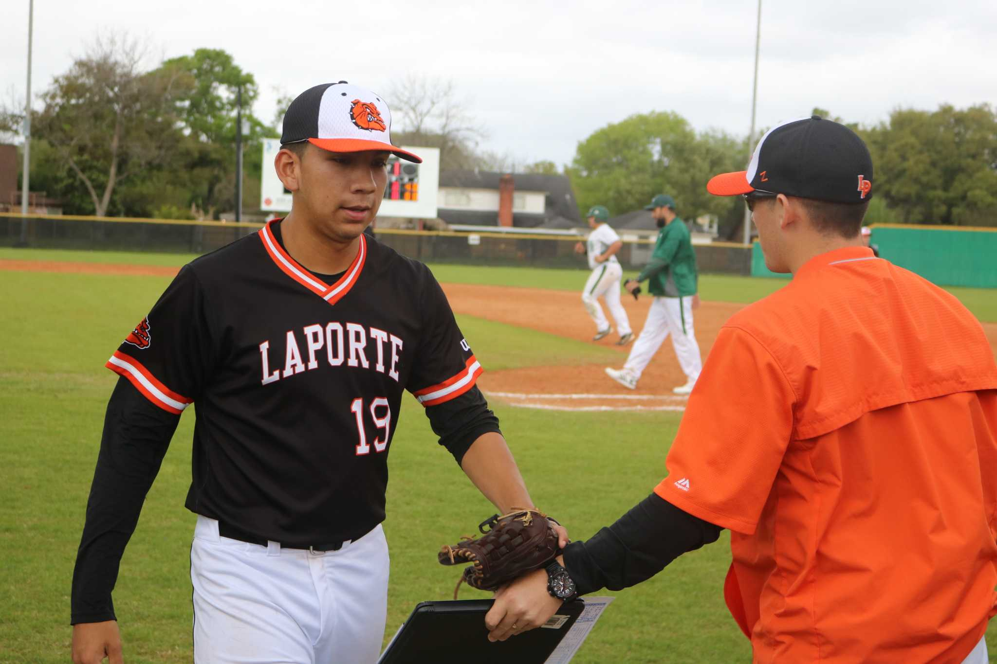 La porte pitcher tosses 3 hitter at pasadena san antonio for La porte tx breaking news