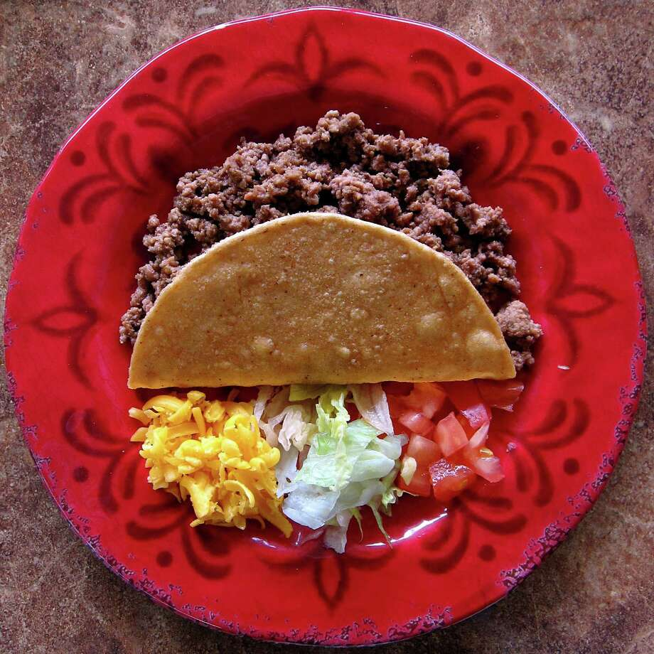 Crispy beef taco from Taquería El Charro De Jalisco on Valley Hi Drive. Photo: Mike Sutter /San Antonio Express-News