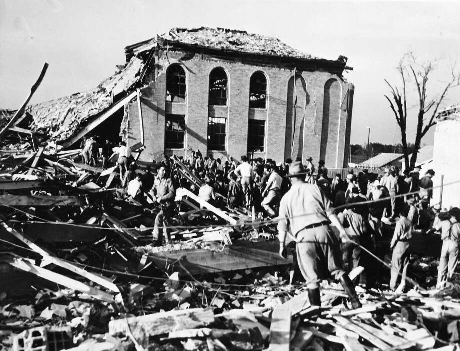 (Original Caption) 3/19/1937-New London, Texas-Frantic parents, rescue workers and oil field employees probe a tangled and twisted mass of wrecage after a terrific explosion had leveled all but this corner of the New London High School, near Overton, TX. In one of the nation's most terrible catastrophes over six hundred bodies have been recovered from the ruins. Photo: Bettmann/Bettmann Archive