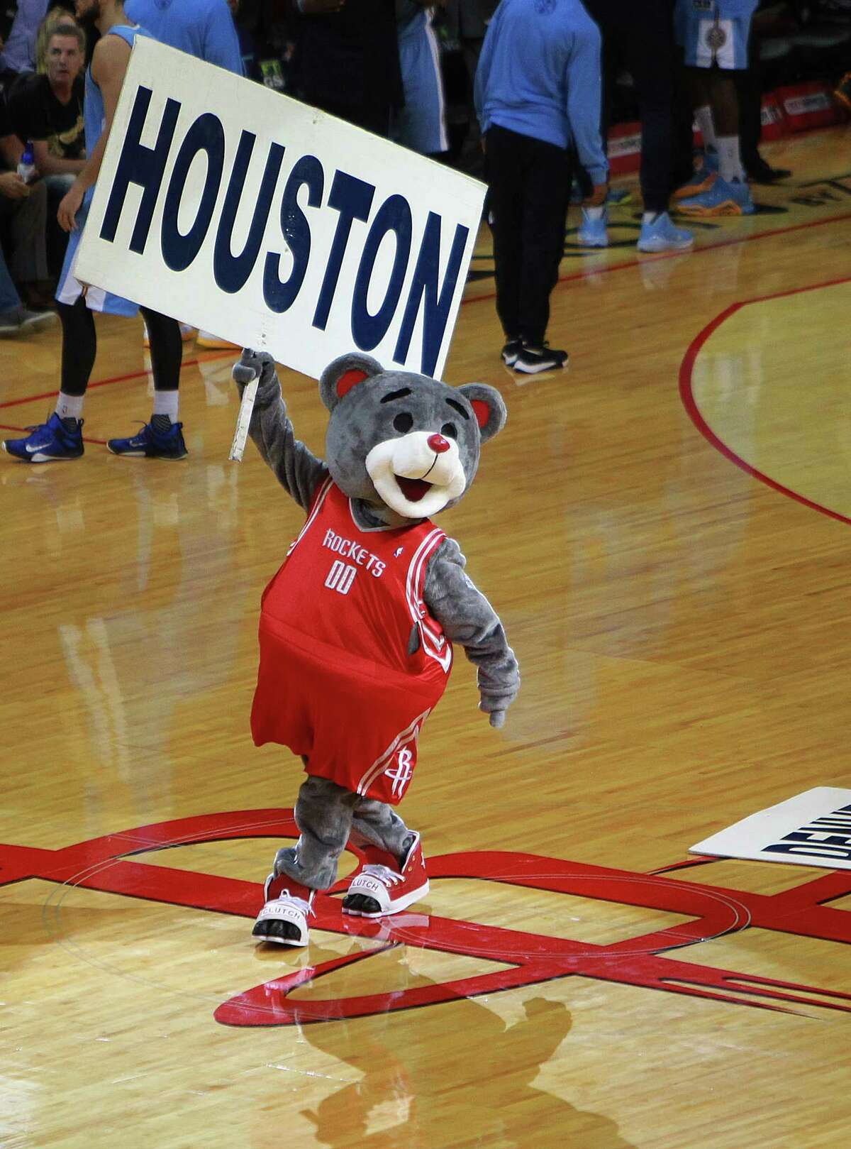 Clutch cheers on the crowd before the Houston Rockets take on the Denver Nuggets, Wednesday, Oct. 28, 2015, in Houston.( Mark Mulligan / Houston Chronicle )