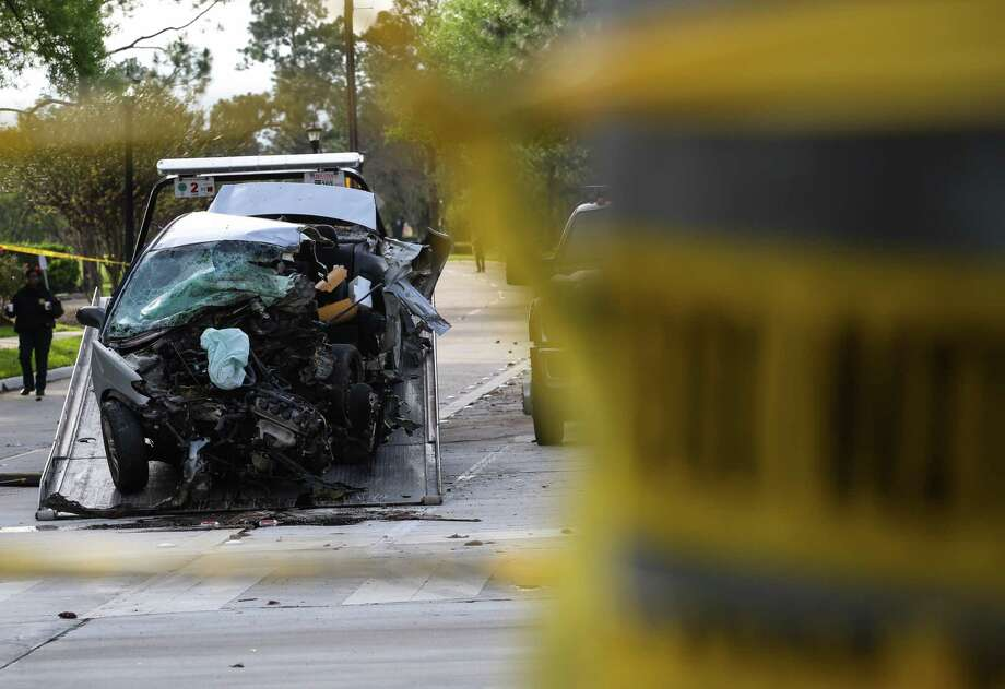 A wrecked car being towed in March in Katy. Jurisdictions vary in the amount they set for towing fees. ( Yi-Chin Lee / Houston Chronicle) Photo: Yi-Chin Lee / Houston Chronicle, WreckKaty / Houston Chronicle 2017