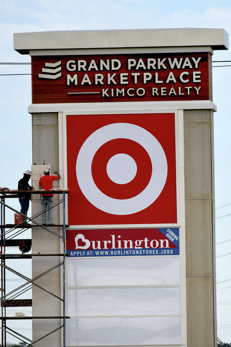 Workers put the finishing touches on a sign at Grand Parkway Marketplace I. Photo: Jerry Baker, Freelance / Freelance