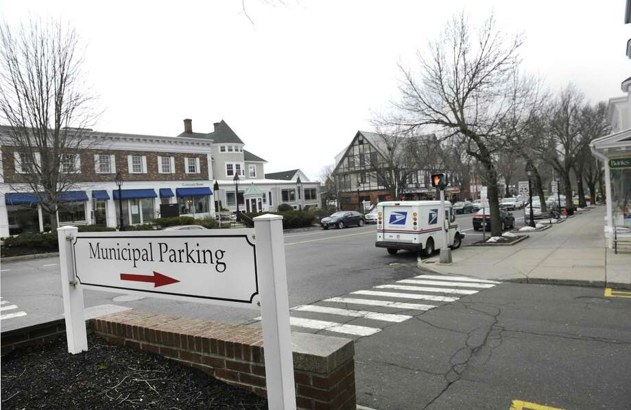 A sign points to a municipal parking lot just off of Main Street in Ridgefield. Photo: File Photo / File Photo / The News-Times File Photo