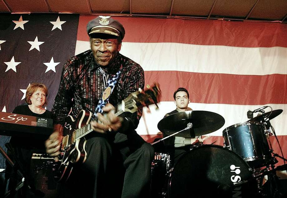 Rock and Roll musician Chuck Berry performs at a Rep. Dick Gephardt ralley in Des Moines, Iowa Sunday, Jan. 18, 2004. (AP Photo/The Iowa State Daily, Jeff Christian)  HOUCHRON CAPTION  (10/18/2004) SECSTAR:  BERRY. Photo: JEFF CHRISTIAN, AP
