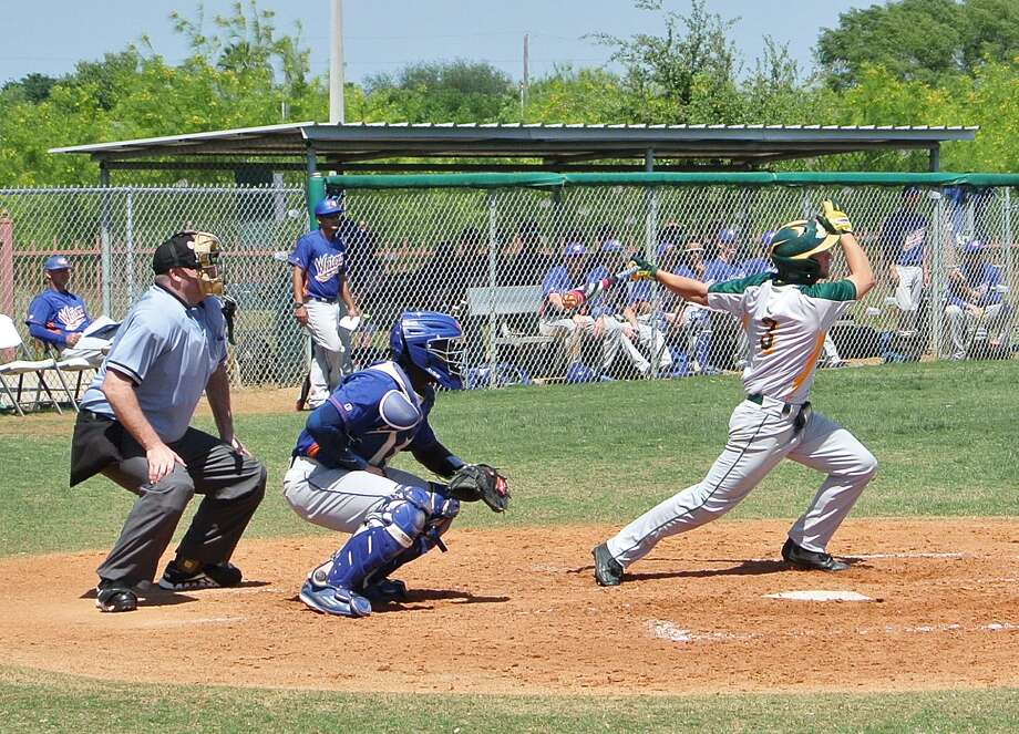 Laredo Community College's Zach Shuffield and the Palominos dropped both games of a doubleheader against Galveston on Saturday in Laredo. Photo: Francisco Vera /Laredo Morning Times
