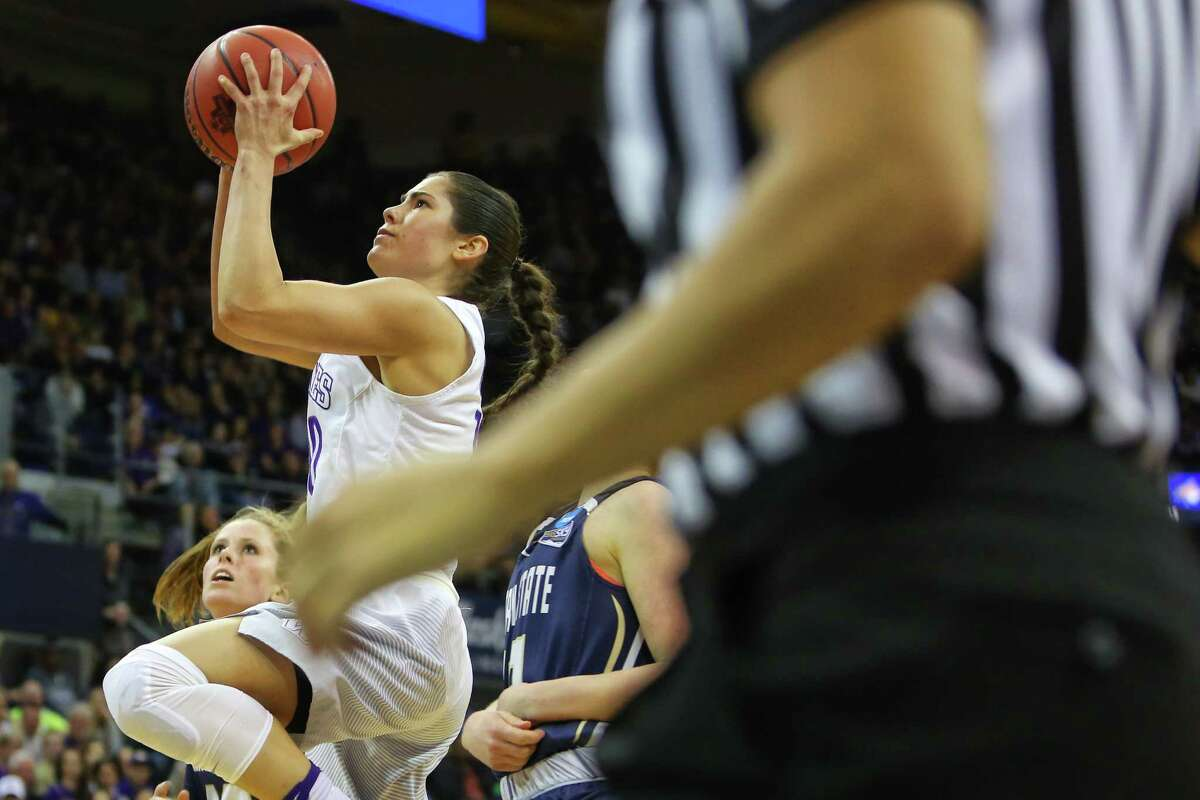 UW's Kelsey Plum scores on a driving layup.