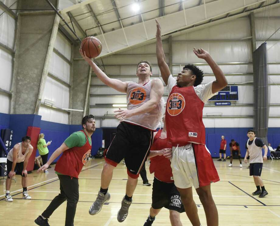 Greenwich's Shawn Van Hoose, left, goes up for a layup while defended Kol Lewis, of Mamaroneck, N.Y., in the St. Joseph Parenting Center's third annual 3-on-3 Hoops Tournament at Chelsea Piers in Stamford, Conn. Sunday, March 19, 2017. Dozens of men's and coed teams competed in the tournament to benefit St. Joseph Parenting Center, which provides free parenting education in a safe and social atmosphere. Photo: Tyler Sizemore / Hearst Connecticut Media / Greenwich Time