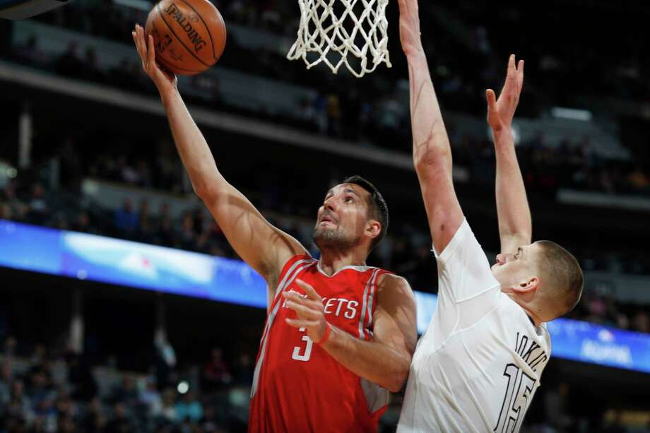 Rockets forward Ryan Anderson took it to the basket when the Nuggets took away the 3-pointer. Photo: David Zalubowski, STF / Copyright 2017 The Associated Press. All rights reserved.