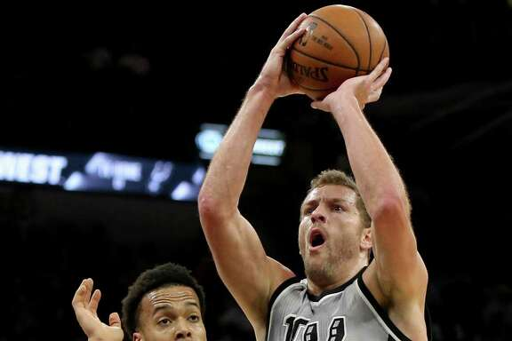 San Antonio Spurs' David Lee shoots around Sacramento Kings' Skal Labissiere during first half action Sunday March 19, 2017 at the AT&T Center.
