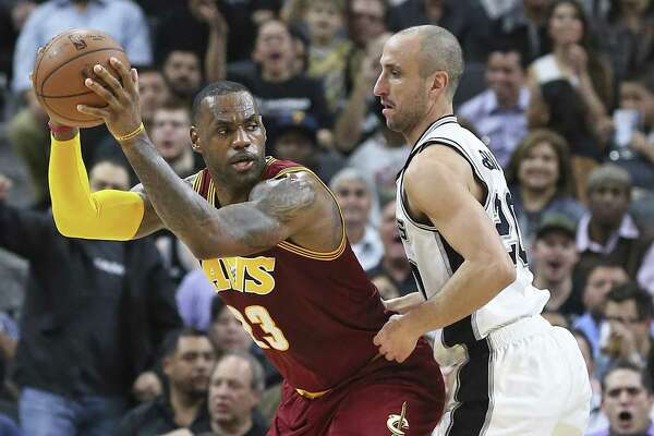 LeBron James posts up Manu Ginobili on Jan. 14, 2016 in a Cavaliers' loss at the AT&T Center.
