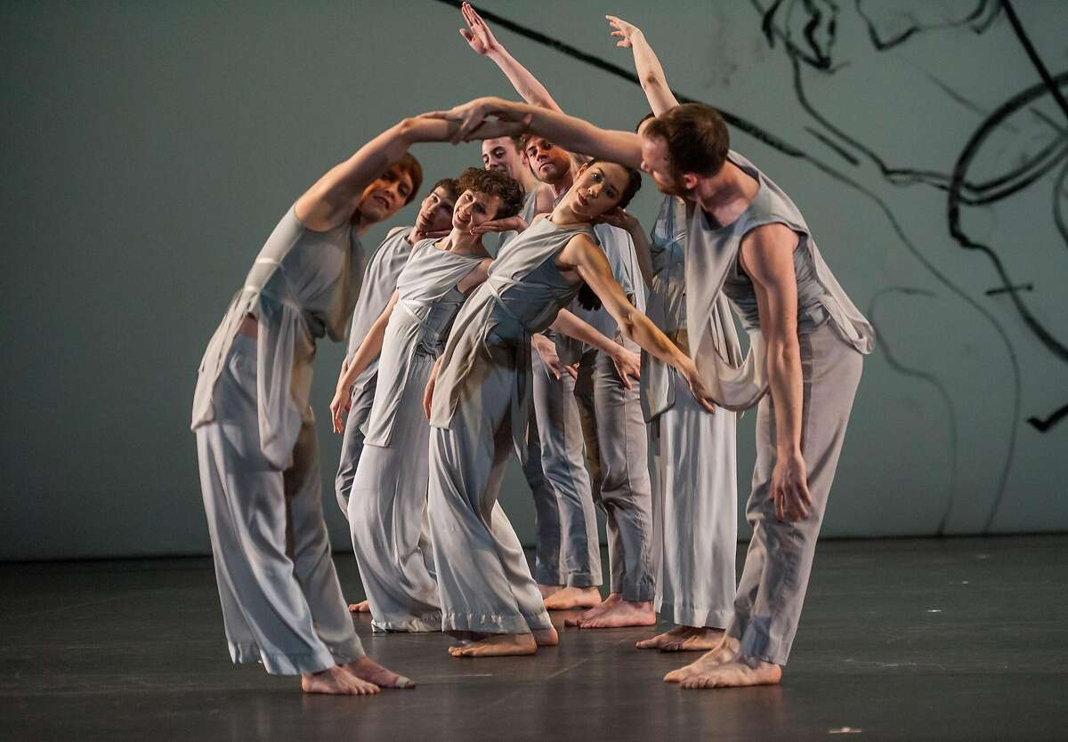 """Members of the Trisha Brown Dance Company in Brown's """"Les yeux et l'ame."""" Photo: Stephanie Berger"""