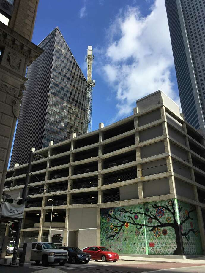 A construction crane has been erected at the site of Skanska USA's Capitol Tower project. The company plans to build a 750,000-square-foot office building at 800 Capitol in downtown Houston. Photo: Katherine Feser, Houston Chronicle