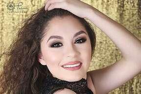 Nombre: Tammy Del Toro  Edad: 16 años Cotulla High School  Pasatiempo: Banda, modelaje