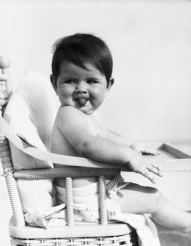 Year: 1960Most popular boy names:David, James, RobertMost popular girl names:Mary, Cynthia, Maria
