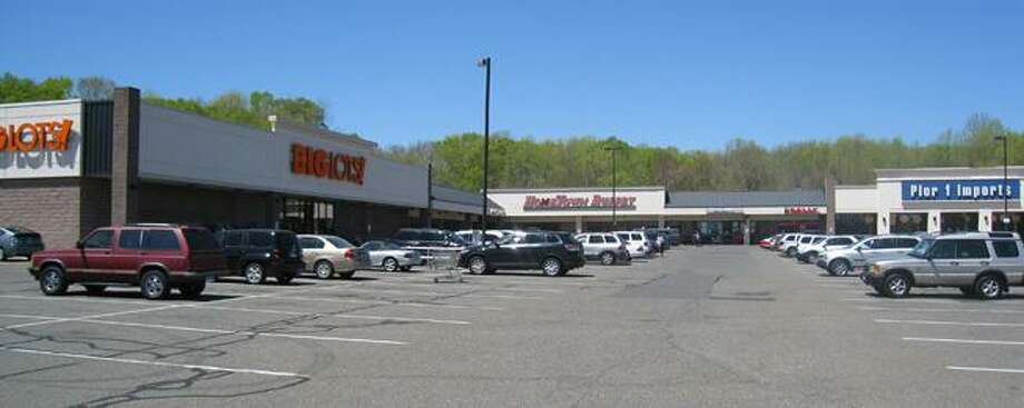 The plaza at Turnpike Square in Milford will be home to the state's first Golden Corral restaurant. Photo: / Contributed Photo