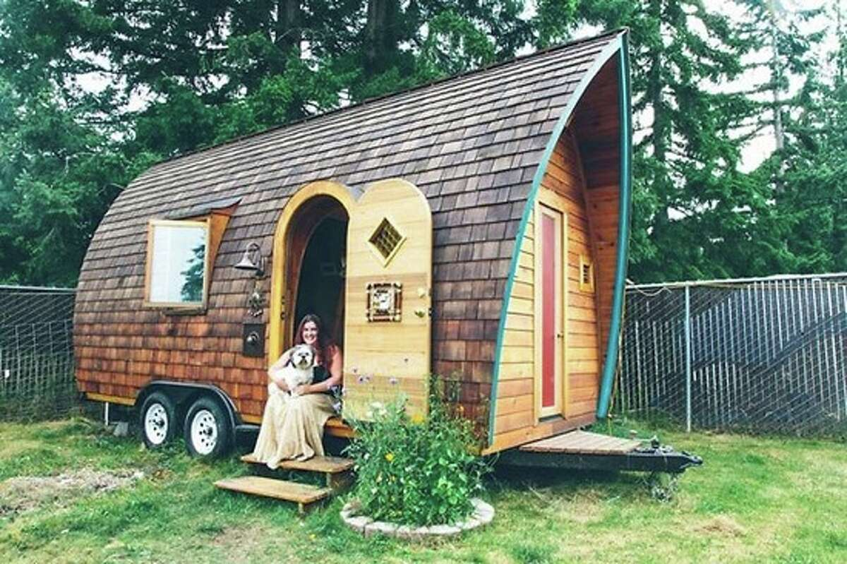 Click ahead to see six big reasons why the tiny house movement is on the rise1.Environmentally friendly One of the most cited reasons people