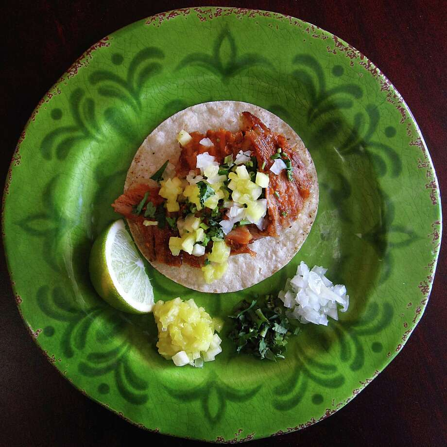 Al pastor taco on a corn tortilla from Que Taco on Blanco Road. Photo: Mike Sutter /San Antonio Express-News