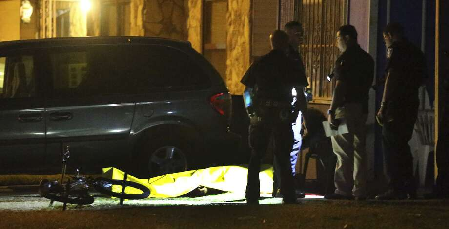 Police investigate Wednesday December 28, 2016 at the scene where the body of a man was found in front of an East Side home after multiple shots were fired in the neighborhood. San Antonio police Lt. Scott Bell said it was unclear where exactly the victim was shot, but confirmed he was found in front of a home in the 100 block of Da Foste Avenue. Bell said the victim, in his early 30s, had several gunshot wounds to his body. Photo: John Davenport, Staff / San Antonio Express-News / ©San Antonio Express-News/John Davenport