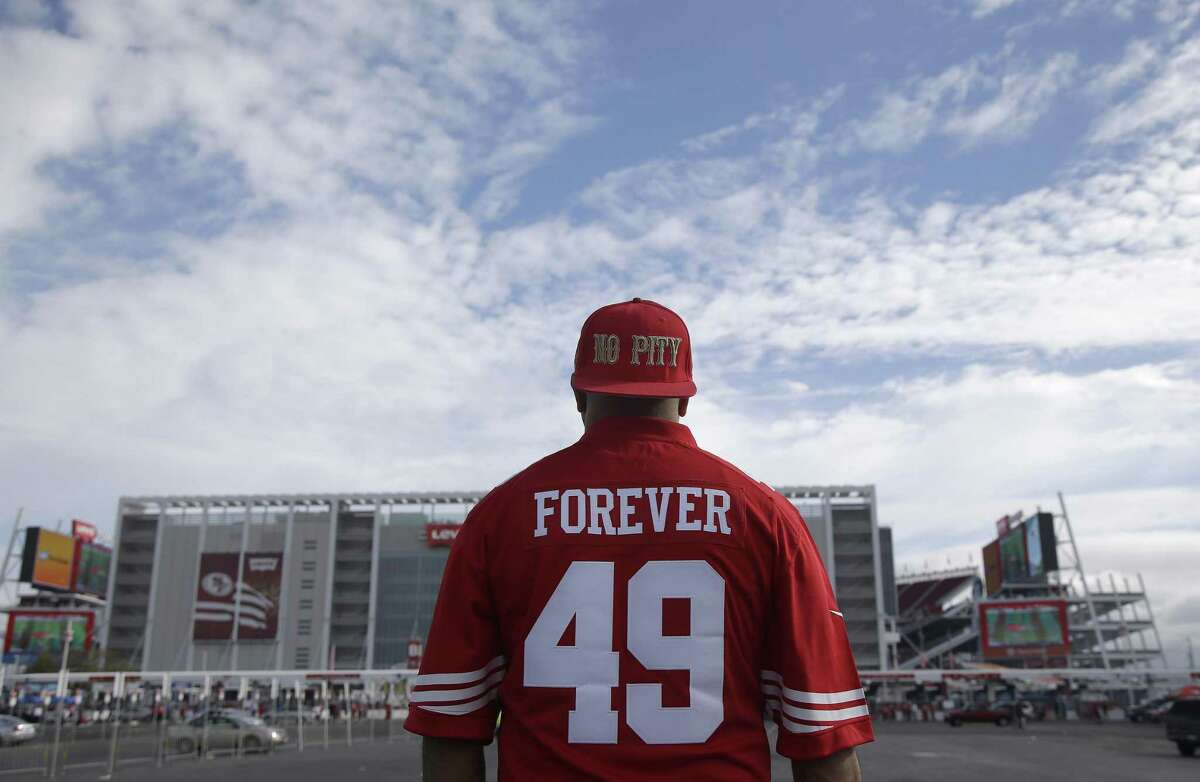 A San Francisco 49ers fan tailgates at Levi's Stadium before an NFL football game between the 49ers and the Baltimore Ravens in Santa Clara, Calif., Sunday, Oct. 18, 2015. (AP Photo/Marcio Jose Sanchez)