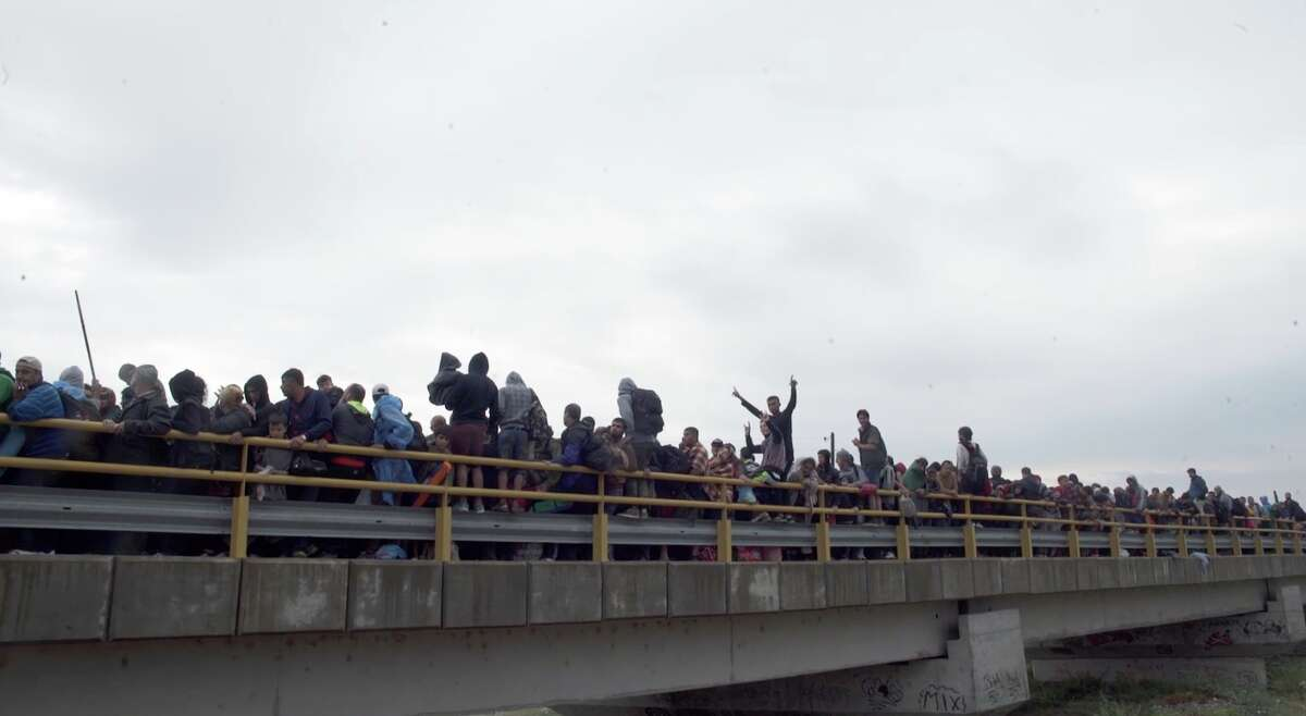 Bridge in Macedonia: Hundreds of refugees stuck on a bridge after crossing from Greece to Macedonia. (Amanda Bailly)