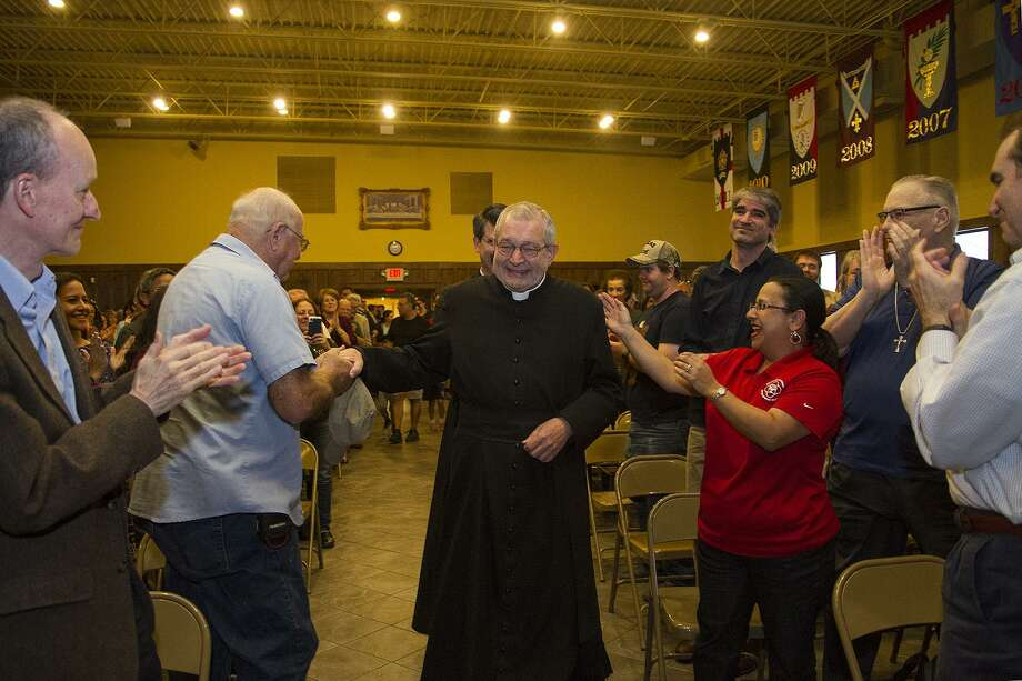 Father Christopher Phillips is greeted with a standing ovation by parishioners at Our Lady of Atonement Catholic Church, Tuesday, March 21, 2017. Photo: Alma E. Hernandez, For The San Antonio Express News / Alma E. Hernandez / For The San Antonio Express News