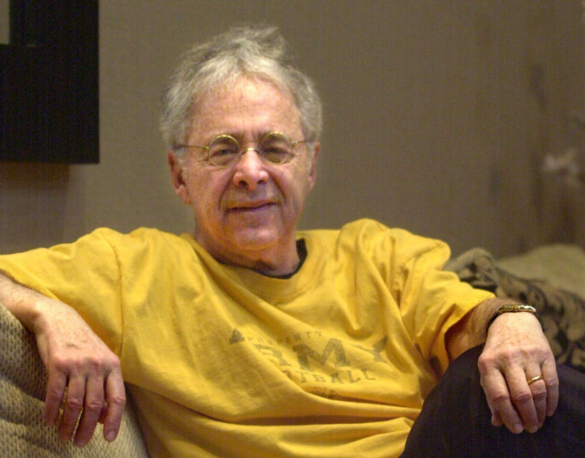 """FILE - In this Dec. 20, 2002 file photo, Chuck Barris, the man behind TV's """"The Dating Game,"""" poses in the lobby of his apartment in New York. Game show impresario Barris has died at 87. Barris, the madcap producer of """"The Gong Show"""" and """"The Dating Game,"""" died of natural causes Tuesday afternoon, March 21, 2017, at his home in Palisades, New York. (AP Photo/Bebeto Matthews, File) ORG XMIT: CAET856"""