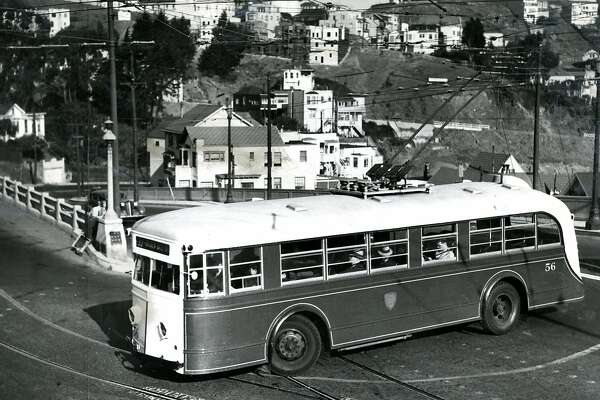 1980's: Bus makes hairpin turn from Market Street to Clayton Street in San Francisco. August 22, 1983