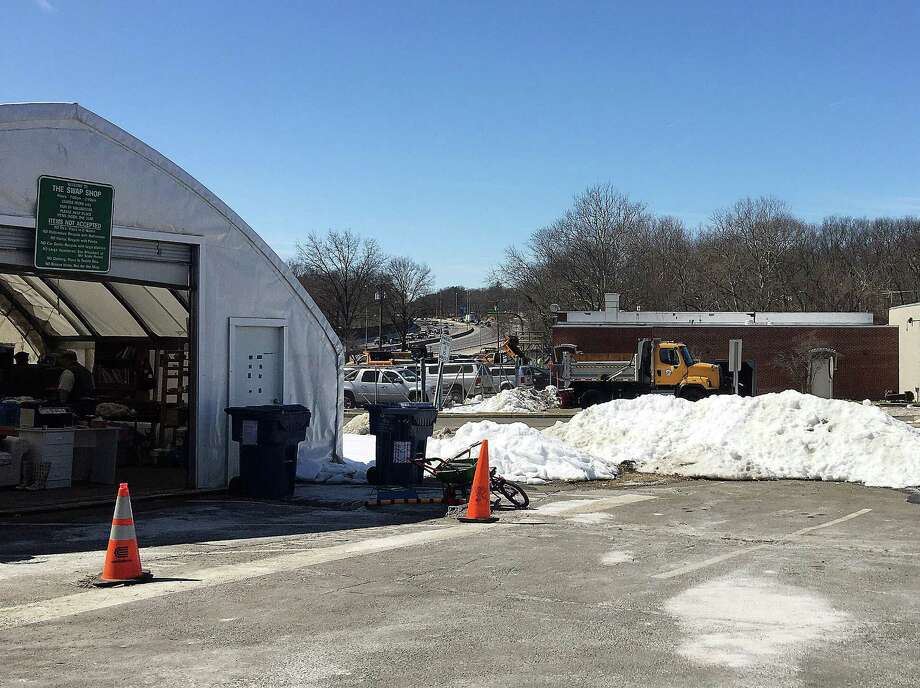 The Darien Environmental Group encourages residents to take advantage of resources like the town town recycling center and swap shop. Photo: Erin Kayata / Hearst Connecticut Media / Darien News